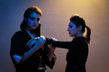 Diana & Artemisa Romana Carissimo (izq.) Angelina Carissimo (der.)