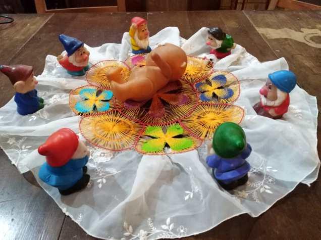 Los 7 enanitos visitan a Jesús